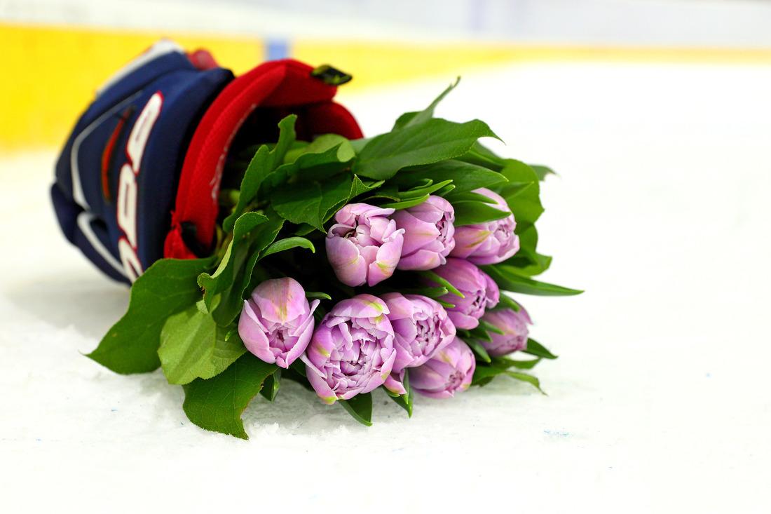 Цветы дляпрекрасных хоккеисток г.Ноябьска иг.Сургута